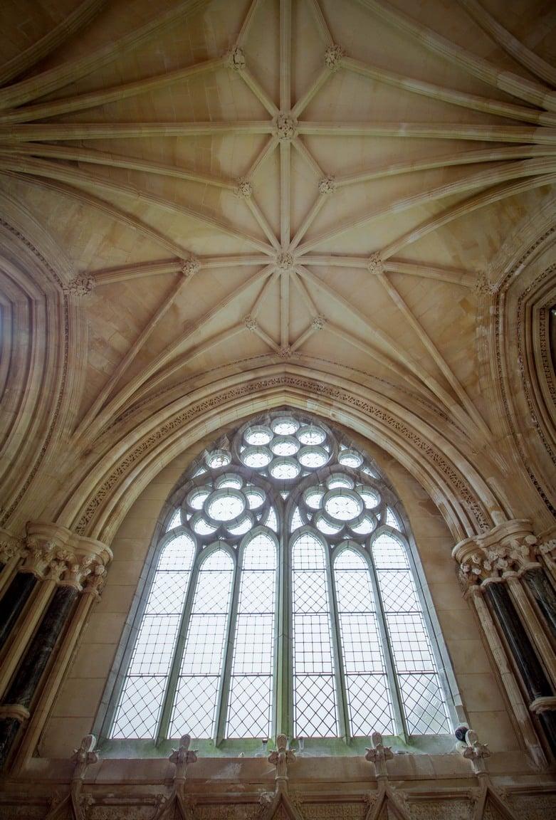L'intérieur de l'église néo-gothique
